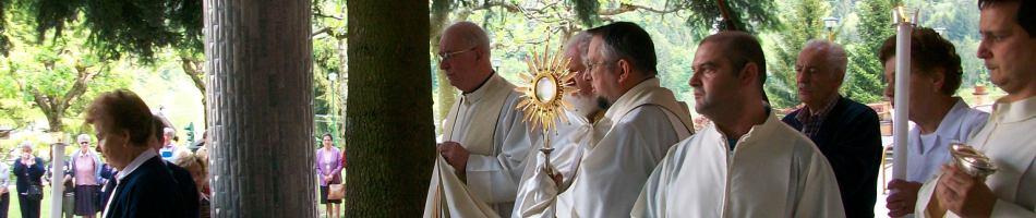4_benedizione_eucaristica_esercizi_spirituali_re